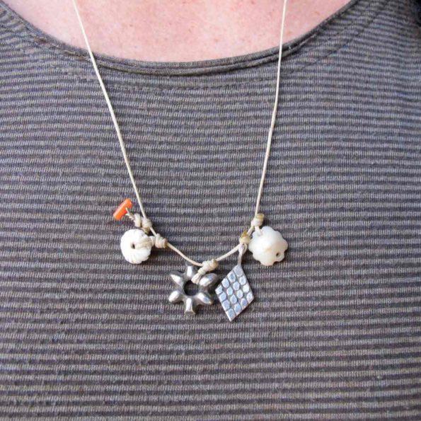 grigri-fleur-blanc argent